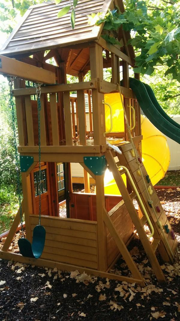 Creative Dad Turns Playset Into BADASS Fort fort2