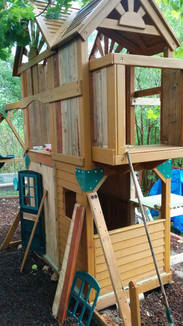 Creative Dad Turns Playset Into BADASS Fort fort4