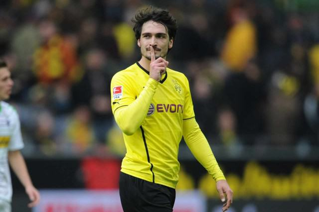 LVG Wants Defenders To Defend, So Here Are Five Centre Backs United Should Consider hummels 640x426