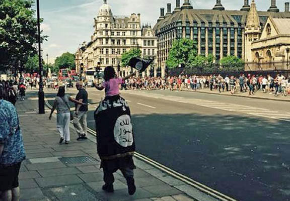 Decision Not To Arrest Man Wearing ISIS Flag Near UK Parliament Criticised isis london WEB