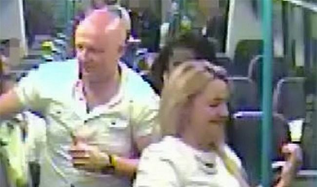 Couple Who Had Sex On Train Hand Themselves In To Police nlUSf5W6Ysex train.jpg