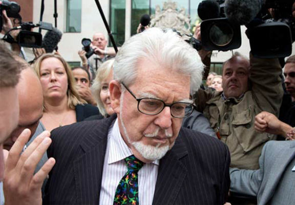 Rolf Harris Is Secretly Trying To Compensate His Alleged Victims rolf harris WEB