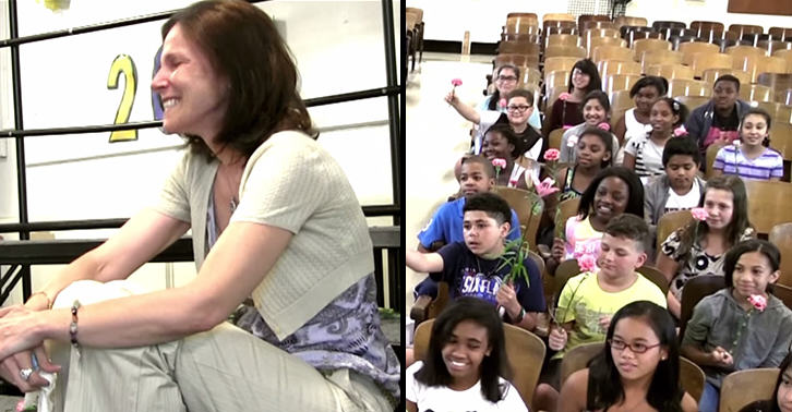 This Amazing School Choir Surprised Their Teacher After Her Cancer Diagnosis schoolfacebook