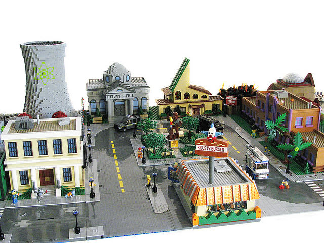 Someone recreated springfield with lego and i 39 m nerding out for 742 evergreen terrace springfield