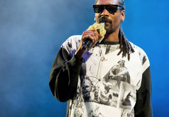 Snoop Dog Caught Up At Customs After Failing To Declare £270k In Cash G1eiPWoLrsdg web.jpg