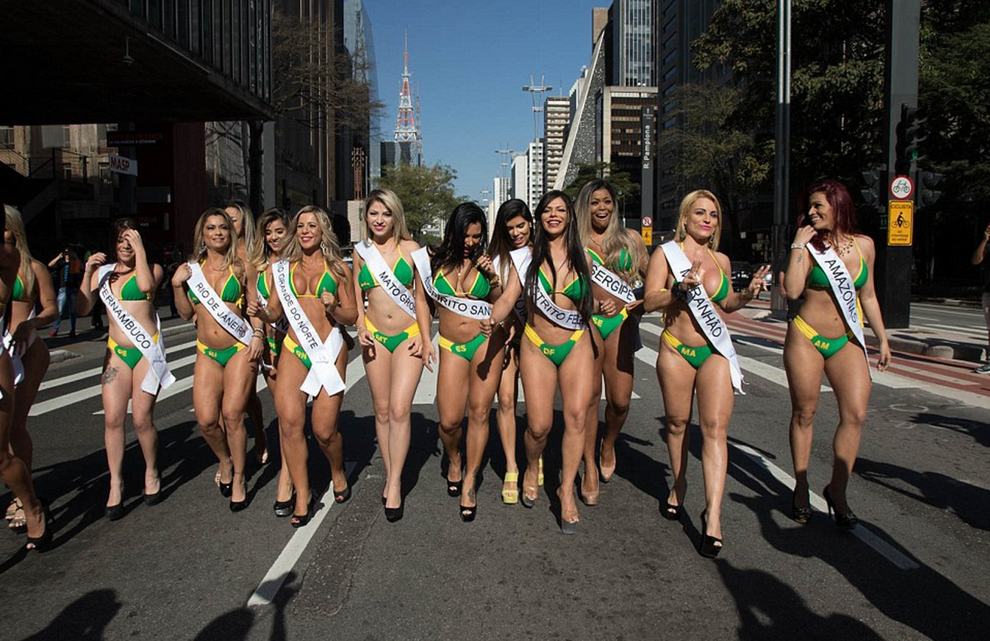 Brazilian Miss Bum Bum Contestants Cause Chaos On Streets Of Sao Paulo IRqJVgLcy