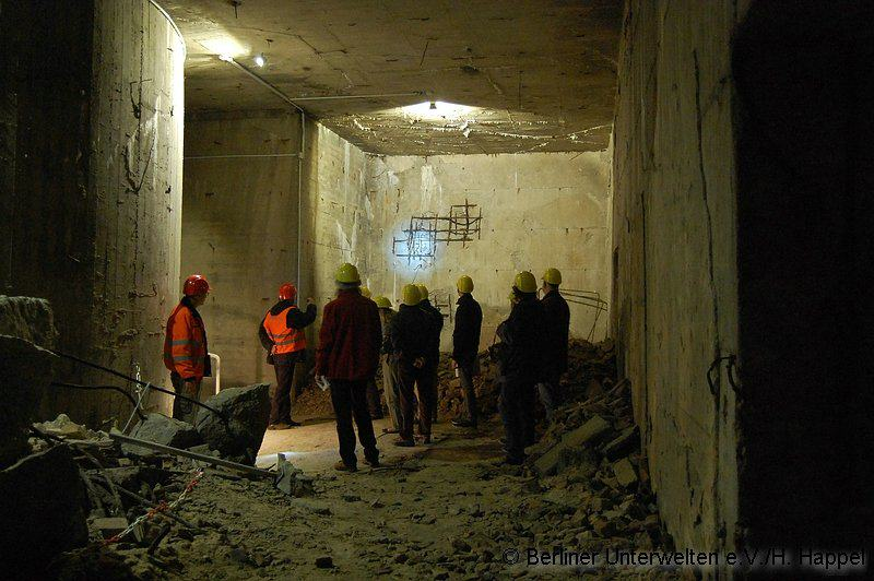 Look Inside This Haunting World War II Bomb Shelter Underneath Berlin Train Station UNILAD 103
