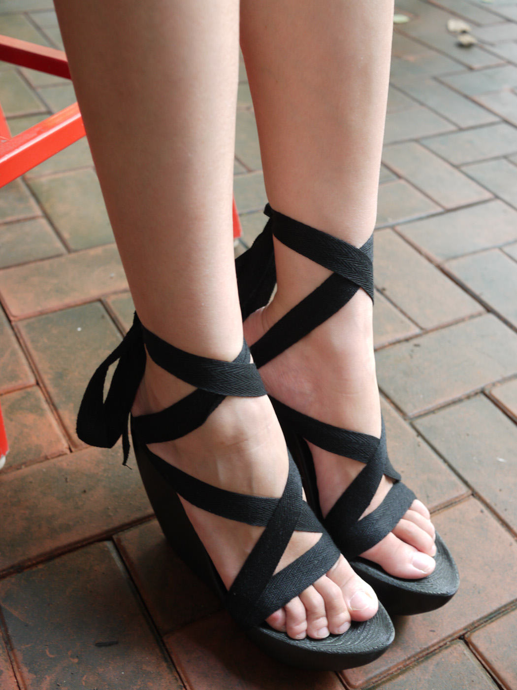Chinese Engineer 'SexyCyborg' Hides Portable Hacking Kit In Her Platform Heels UNILAD 35