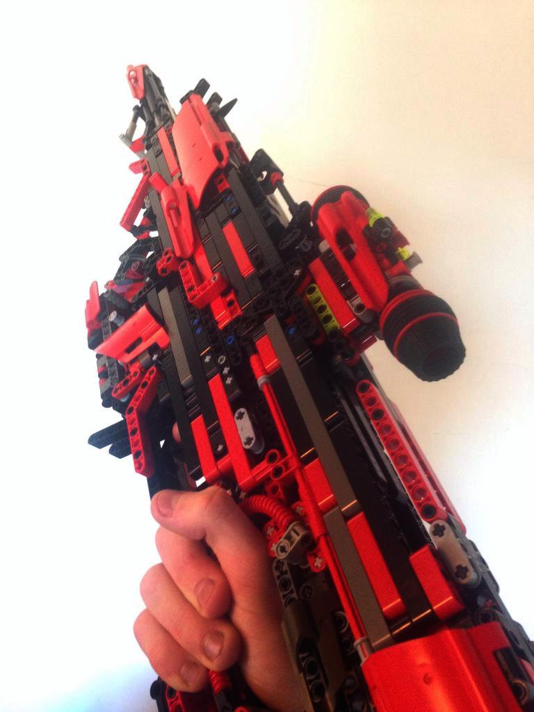 This Guy Created A Fully Working Gun Out Of Lego UNILAD 8GOebnT4