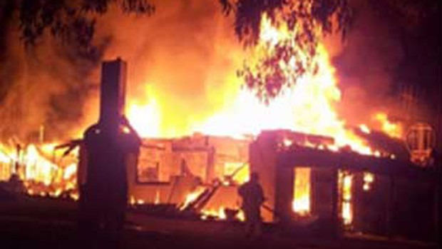 An Australian Town's Only Pub Burned Down, Please Help Them Get Drunk Again UNILAD Buchans8