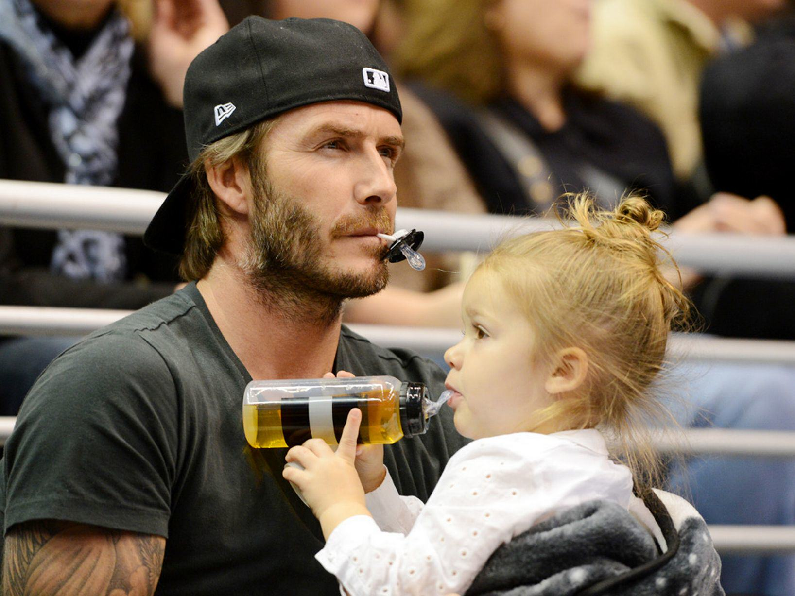 David Beckham Hits Out At Daily Mail Over Parenting Criticism UNILAD David Beckham and daughter Harper watch the Los Angeles Kings ice hockey team play Calgary Flames at the Staples5