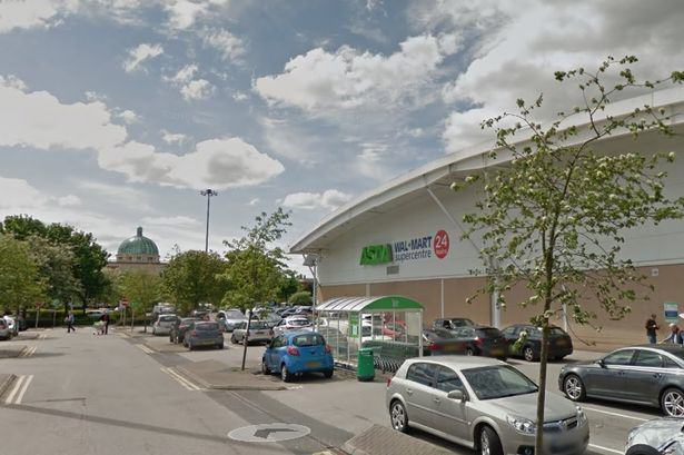 Conman Walks Into Asda In Suit, Walks Out With £40,000 UNILAD HXrOnHLiIYDQ