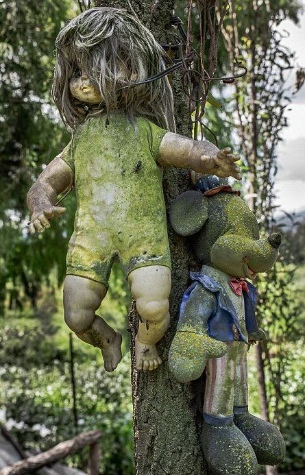 These Photos From Mexico's Haunted 'Island Of The Dolls' Are Extremely Creepy UNILAD KXSKMs