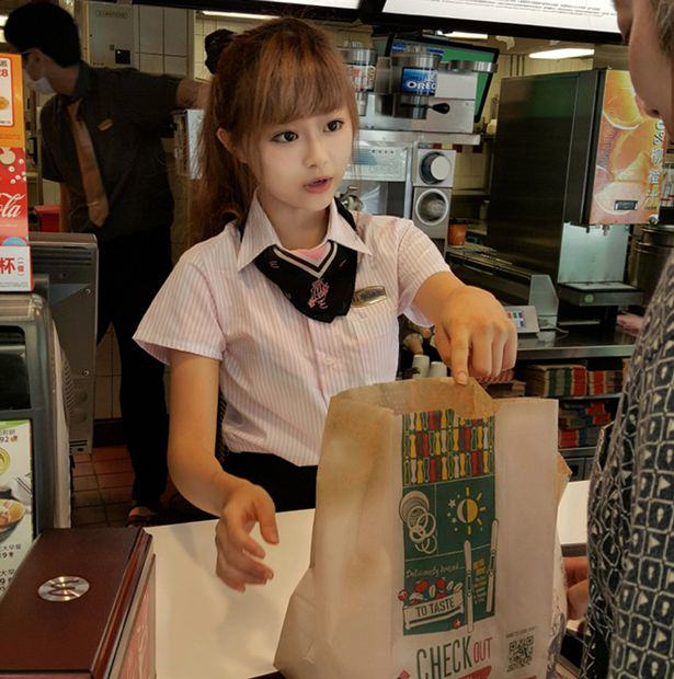 This 'McDonalds Goddess' Has Fans Who Flock To See Her UNILAD PAY Woman Hsu Wei han working at the front counter of a McDonalds restaurant cen5