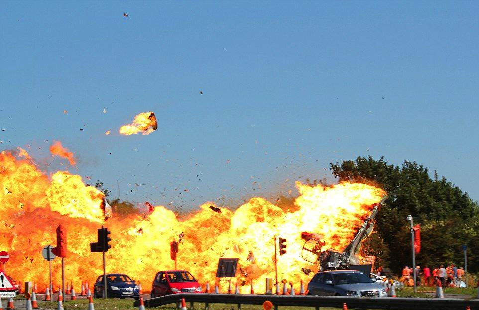 Dramatic New Details Of Shoreham Airshow Crash Have Been Revealed UNILAD Sunday Mirror 22
