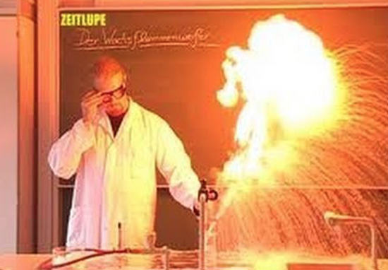 Ten Awesome Science GIFs That Will Make You Want To Go Back To School
