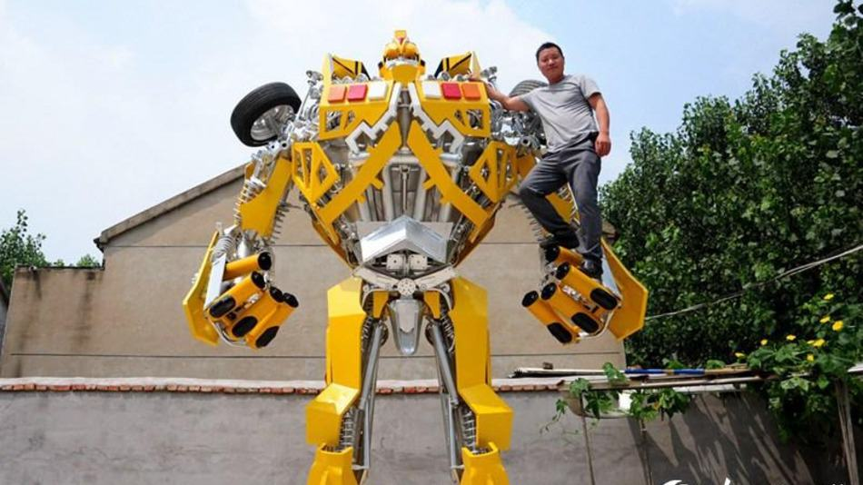 One Man Spent A Year Making A Life sized Transformer For His Son UNILAD bumblebee8