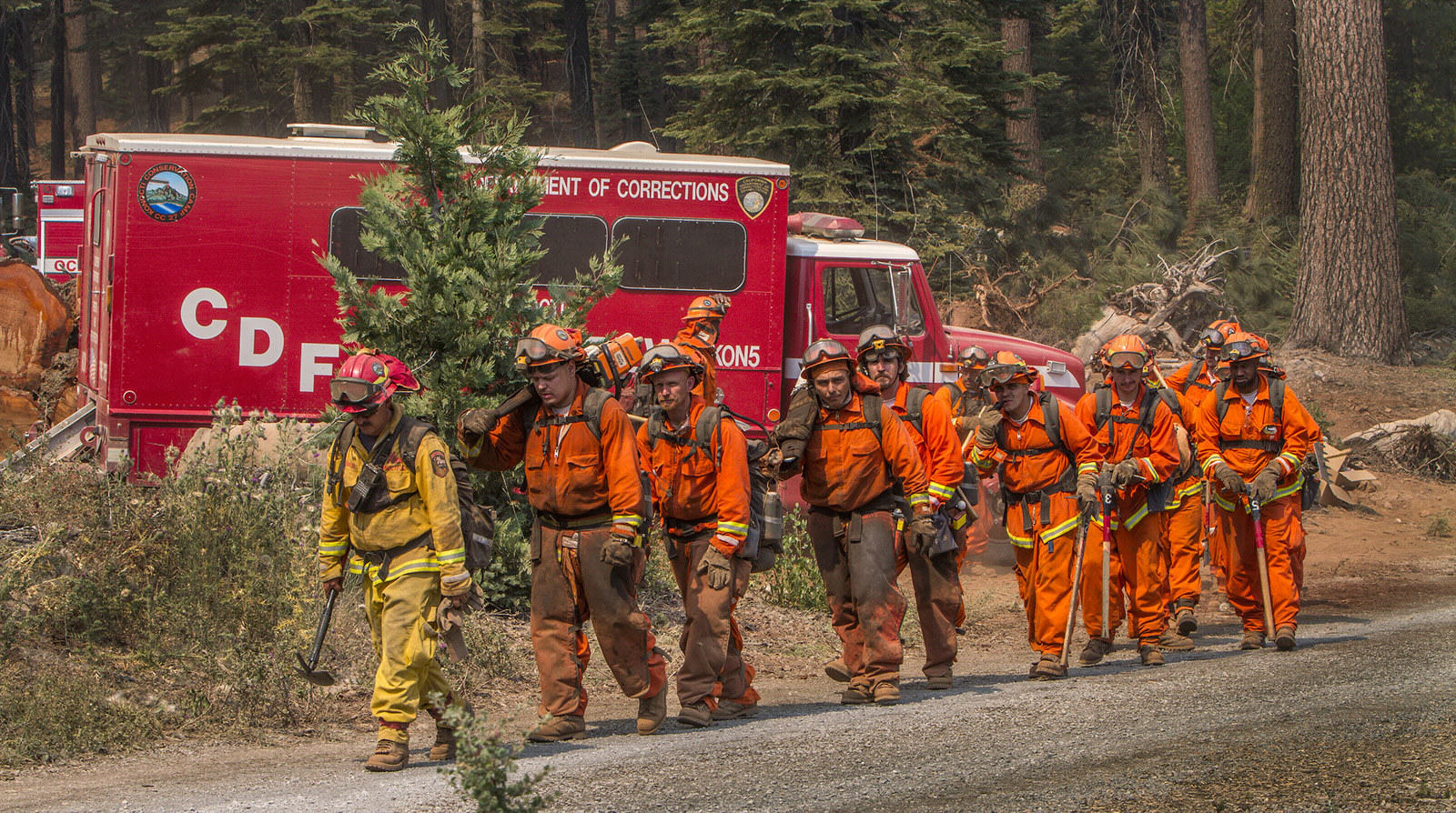 Thousands Of Prisoners Are Fighting Wildfires In California For Less Than $2 A Day UNILAD california fire 17