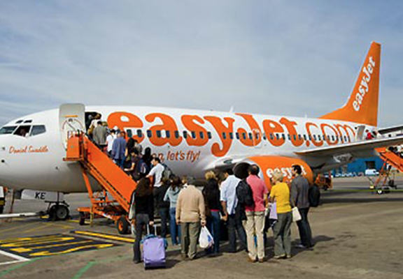 Man Tasered On EasyJet Flight For Refusing To Take Off Man Purse UNILAD ej web2