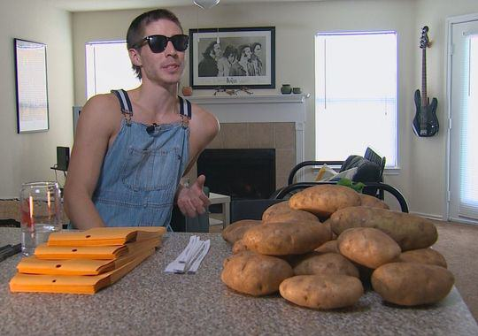 This Guy Is Making $10,000 A Month With A Bag Of Potatoes And A Pen UNILAD ert14