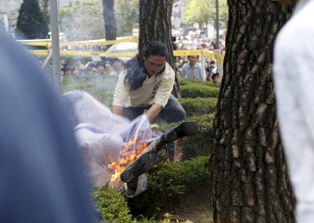 Man, 81, Sets Himself On Fire At Womens Protest %name