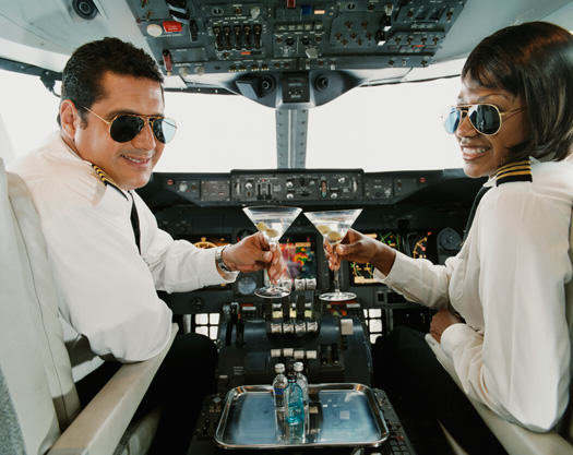 Pilots Reveal Terrifying Truth About How Often Flights Come Close To Disaster UNILAD flying drunk drinking flight pilots8