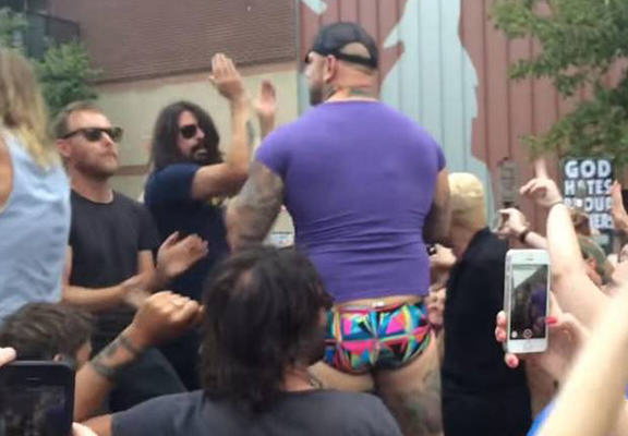 Foo Fighters Troll The Westboro Baptist Church With Live Rickroll UNILAD foo fighters wbc WEB7