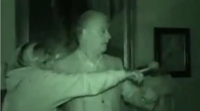 Has Derek Acorah FINALLY Got Proof Of A Ghost On Camera? UNILAD hAs4DISXYTl
