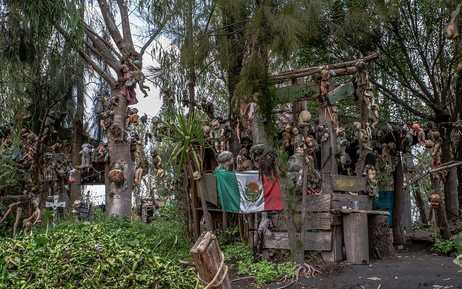 These Photos From Mexico's Haunted 'Island Of The Dolls' Are Extremely Creepy UNILAD iSmWkY2O