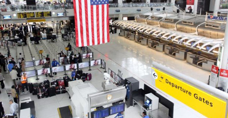 Computer Glitch Grounds Hundreds Of Flights UNILAD jfk web7