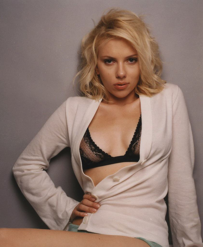 Scarlett Johansson Loses Battle To Ban Book Presenting Her As Sex Object UNILAD johanssonesquiree0084kb roxcafe.org 4