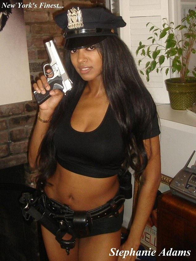 Former Playboy Girl Says NYPD Is Purposely Denying Her A Gun License UNILAD pol5