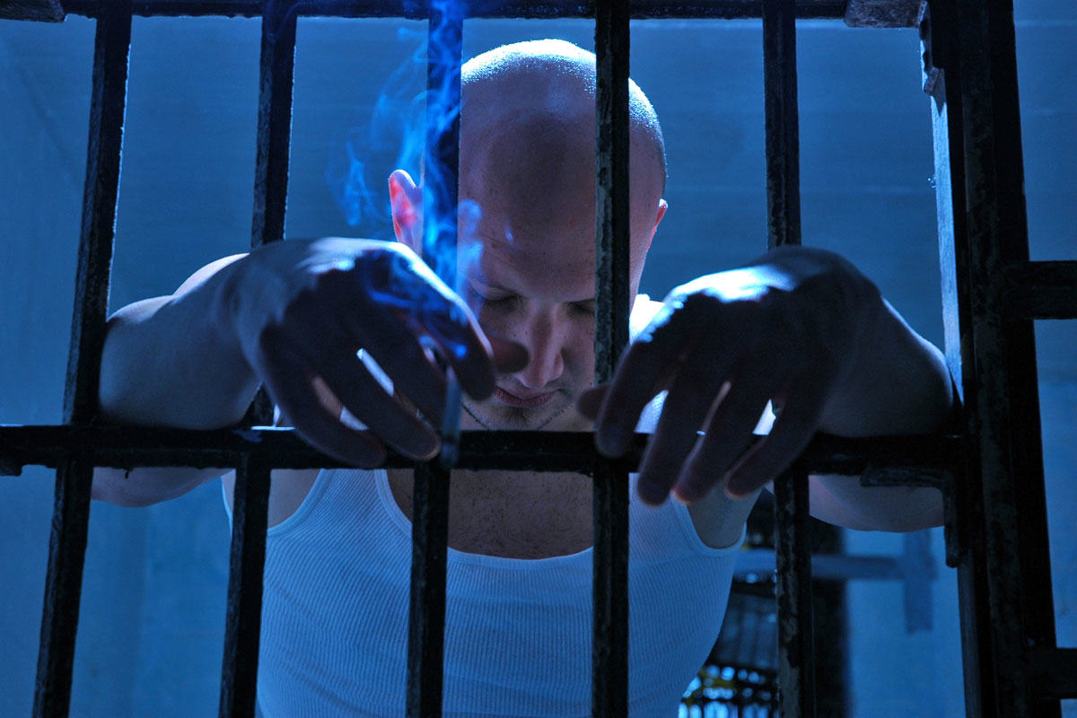 Report Finds Prisoners Are Getting Violent Because They Are Bored, Drunk And High UNILAD prison smoke 12