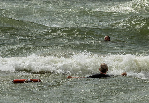 One Surfer Saved The Lives Of Two Teenage Girls Caught In Riptide UNILAD ript web5