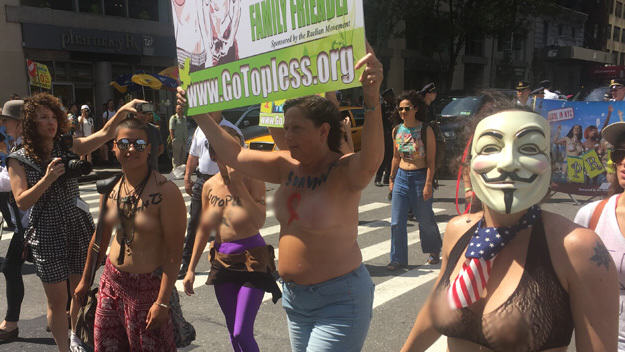 Topless Protestors Take On NY To Stop Mayor Banning Women Baring Their Boobs UNILAD roger25