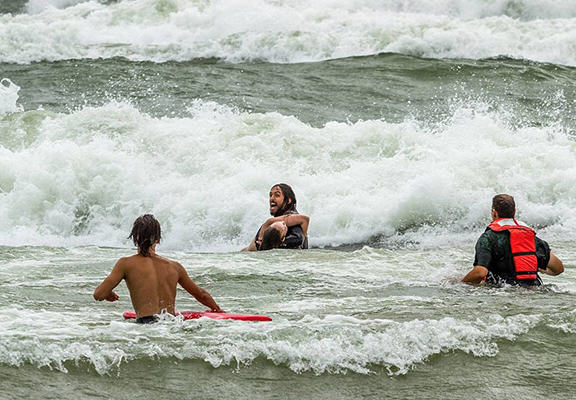 One Surfer Saved The Lives Of Two Teenage Girls Caught In Riptide UNILAD save444