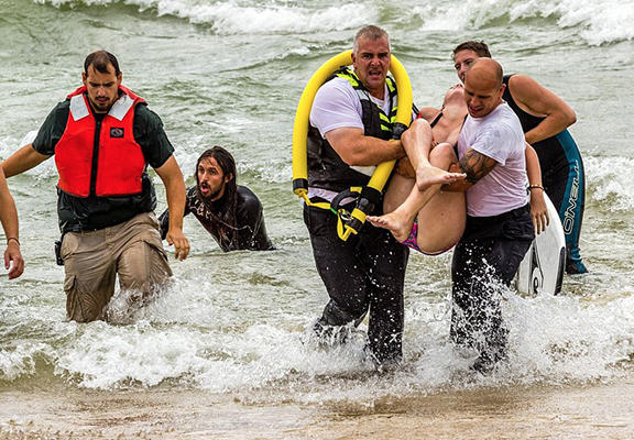 One Surfer Saved The Lives Of Two Teenage Girls Caught In Riptide UNILAD save4444