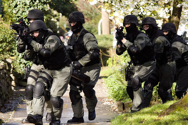 SWAT Team Raided Wrong House And Held Naked Woman For Ten Minutes UNILAD swat raid4