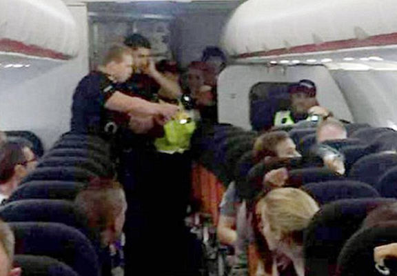 Man Tasered On EasyJet Flight For Refusing To Take Off Man Purse UNILAD tas33