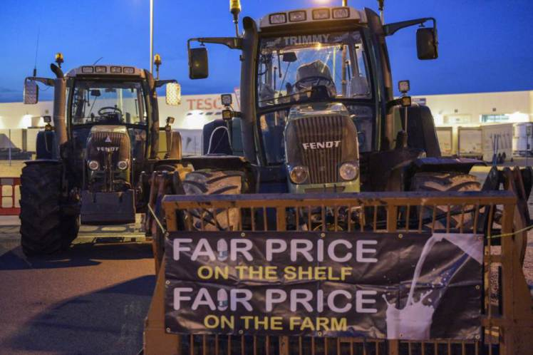 Farmers Block Tesco Delivery Trucks With Their Tractors To Protest Milk Imports UNILAD tesco blockade 17