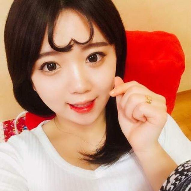 Turning Bangs Into Hearts Is Now A Thing In Korea Apparently UNILAD y2BNoQfAndH