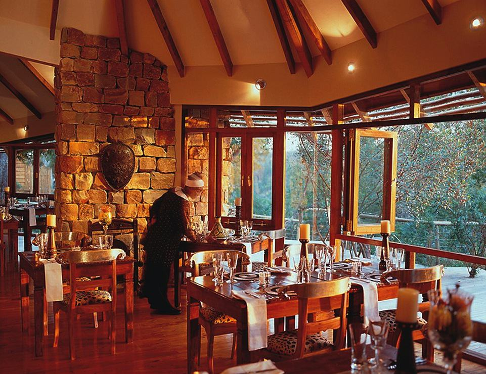 2B1CA64C00000578-3185772-Dining_options_at_Tsala_Treetop_Lodge_include_a_glass_walled_res-a-89_1438767614521