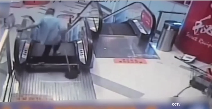 Yet Another Escalator Accident Sees Man Lose His Foot yuhXgAC4oScreen Shot 2015 08 03 at 11.19.54.png