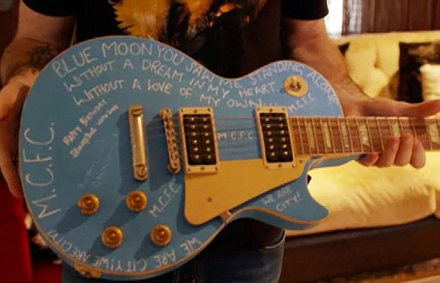 2CDCE49600000578-0-Blue_tune_Customised_by_Manchester_City_fan_Noel_Gallagher-a-19_1443479096809
