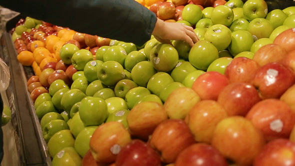Mathematician Reveals How Supermarkets Are Conning The F*ck Out Of Us 590 organic store buying green apple