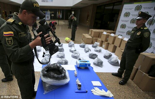 Sniffer Dog Finds A Metric Ton Of Cocaine On A Plane Heading To Mexico UNILAD 351