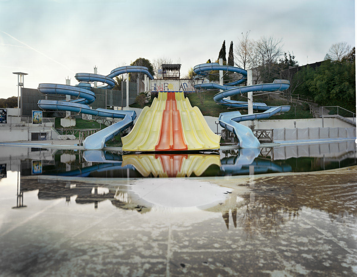 These Pictures Of Vacant Chinese Theme Parks Are Really Creepy UNILAD Aquapark 28