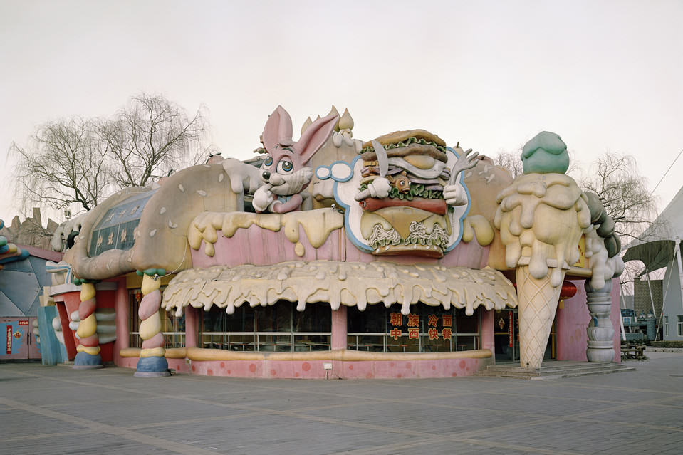These Pictures Of Vacant Chinese Theme Parks Are Really Creepy UNILAD BN KC333 0901ex J 201509011030333