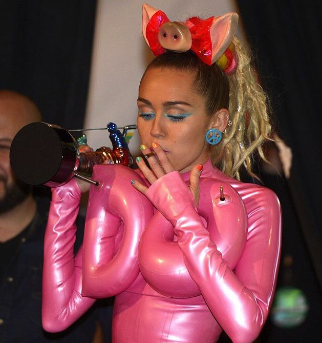 Miley Cyrus And MTV Blasted For Sexualisation And Celebration Of Drugs At VMAs UNILAD EPA3