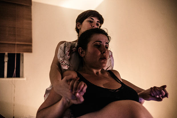 Photographer Brilliantly Captures Highs And Lows Of Wifes Pregnancy And Home Birth UNILAD Gustavo Gomes088